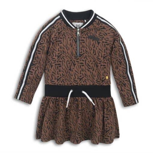 sweatjurk van Koko Noko is gemaakt van stretchkatoen en heeft een all over print. De jurk heeft verder een ronde hals en lange mouwen